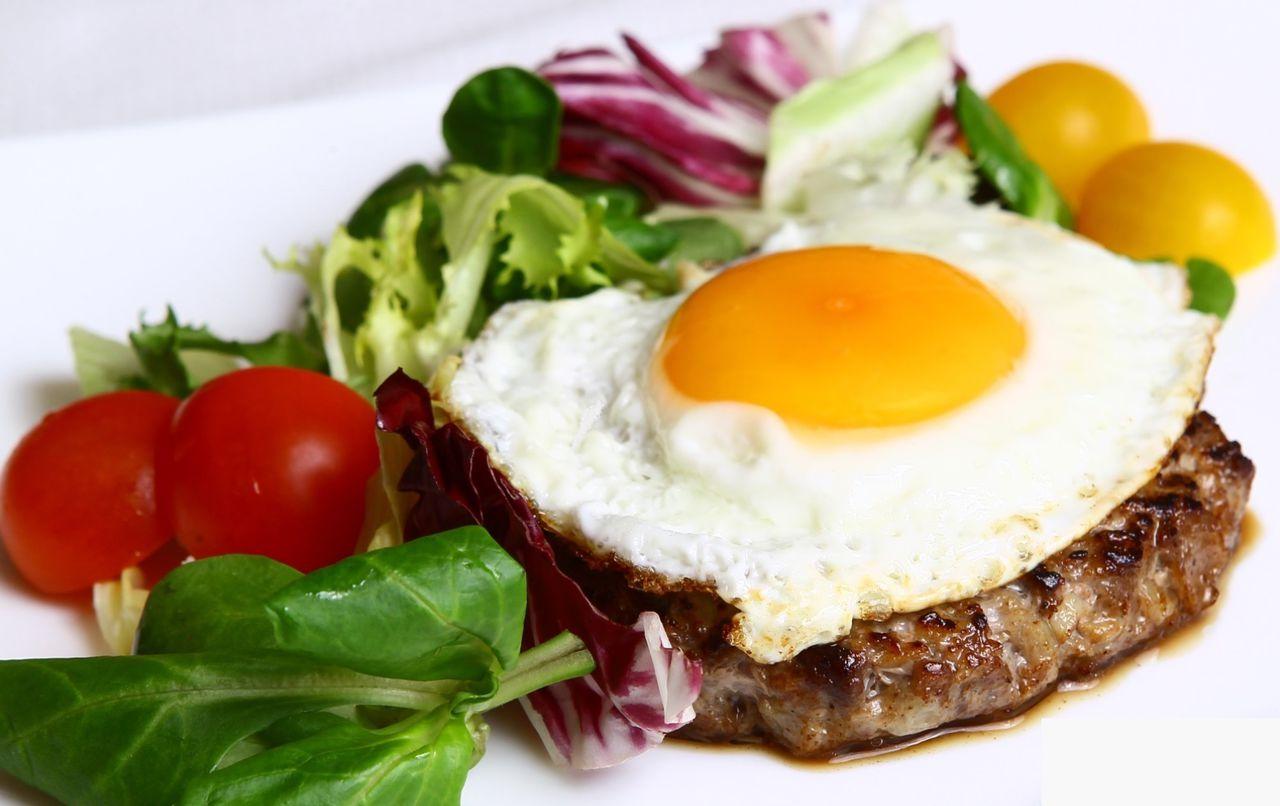 бифштекс с яйцом 2