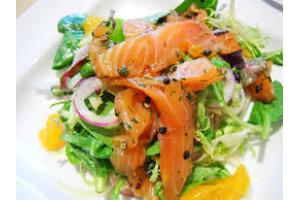 Салат с слабосоленой семгой с